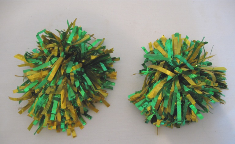 Set of 2 pom poms. Matallic Green-Gold.